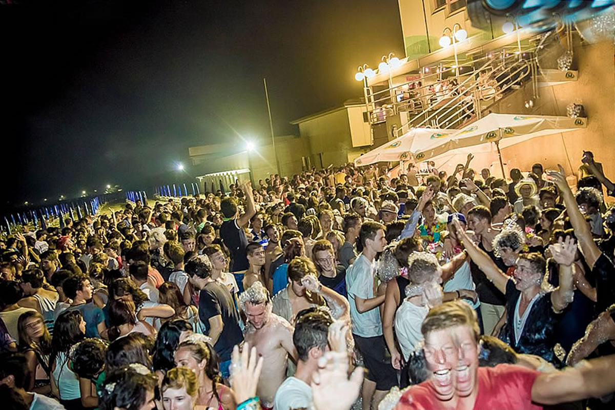 Beach Party Mokambo am Strand beim Kursaal Club