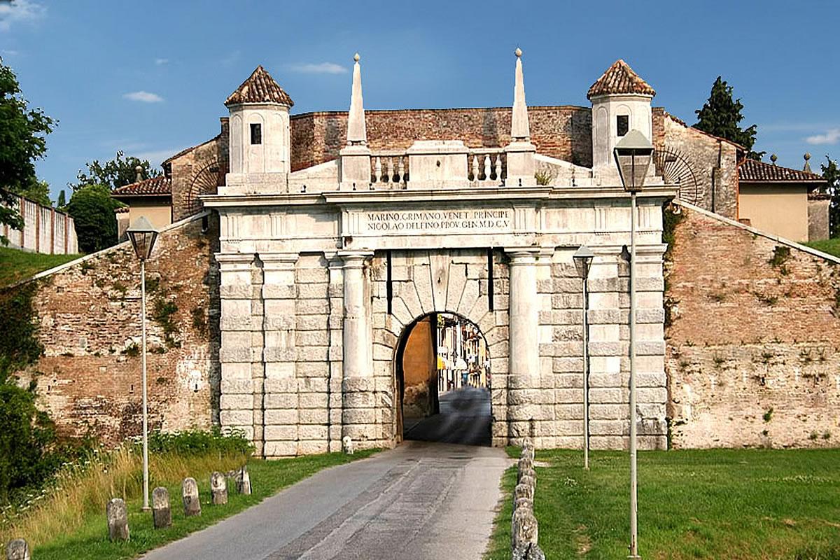 Palmanova - Blick auf das Tor Mittelalterlichen historischen