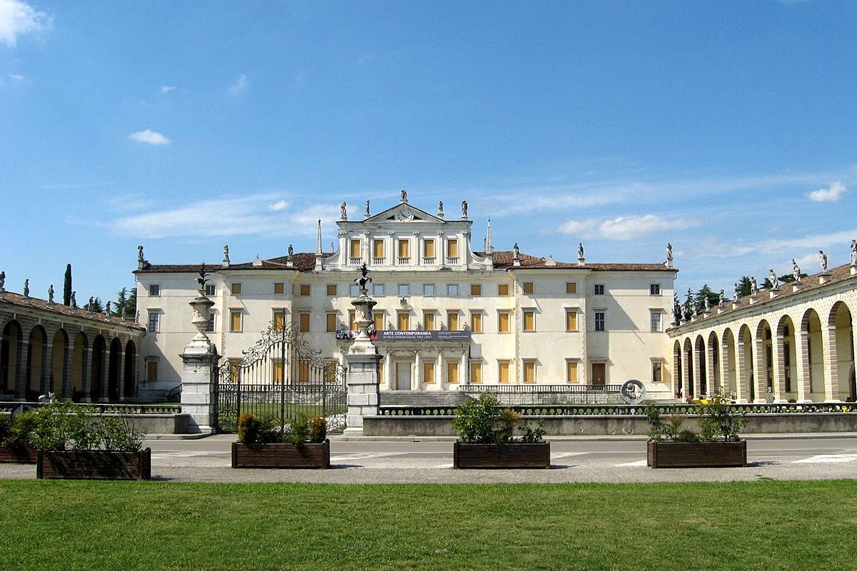 Villa Manin Passariano, Blick auf den Hauptbau