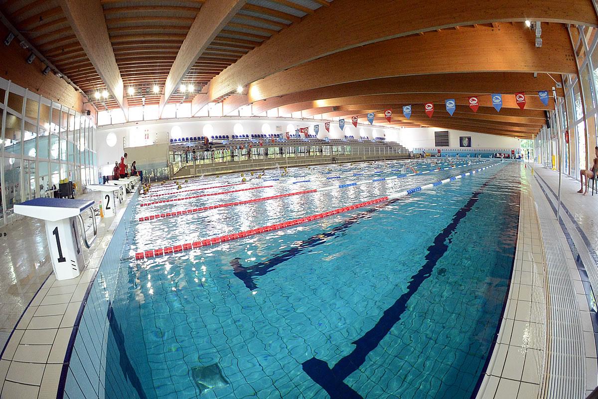 Schwimmkurse und Schwimmbad in Lignano